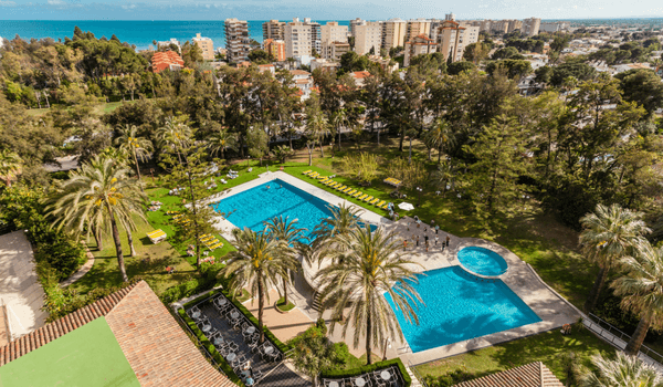 jardin y piscina en intur orange